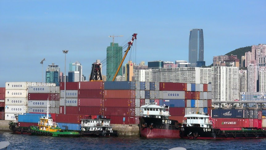 Cargo_Containers_in_Hong_Kong_2008_paltemaa
