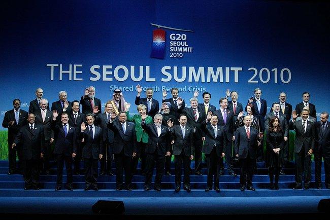 Dmitry_Medvedev_in_South_Korea_12_November_2010-2